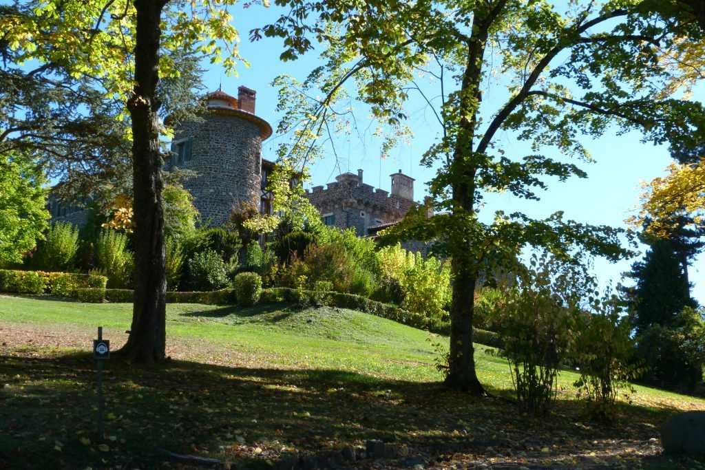 Vue du chateau de Chavaniac
