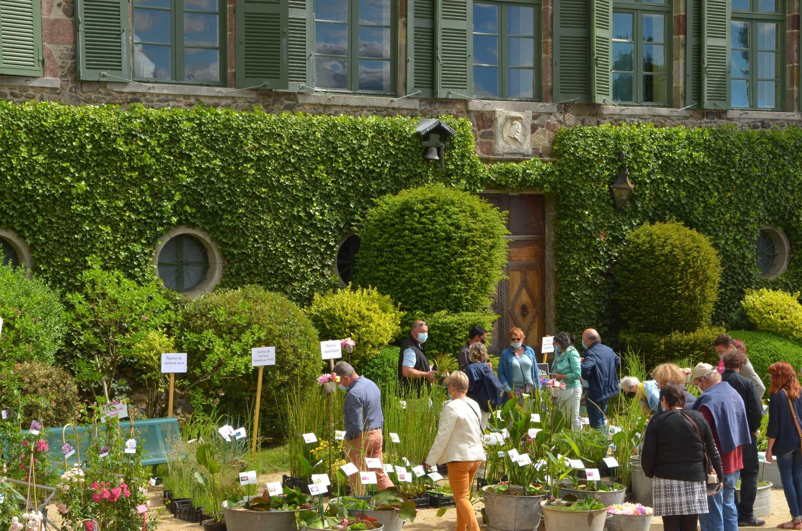 Vue sur les exposants et jardin